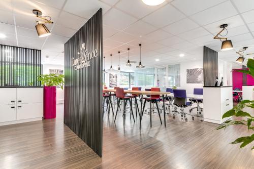 un espace de coworking au sein d'un centre d'affaires en France